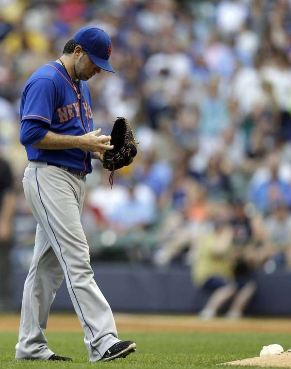 Mets starting pitcher Shaun Marcum walks back to