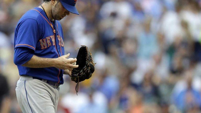 Mets starting pitcher Shaun Marcum walks back to