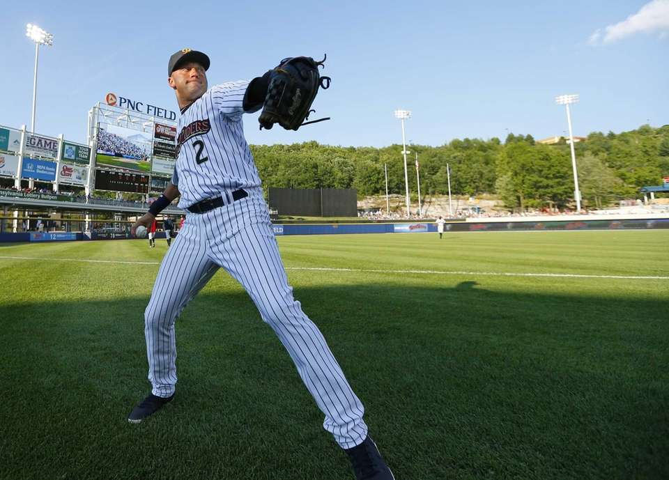 Yankees shortstop Derek Jeter warms up before a