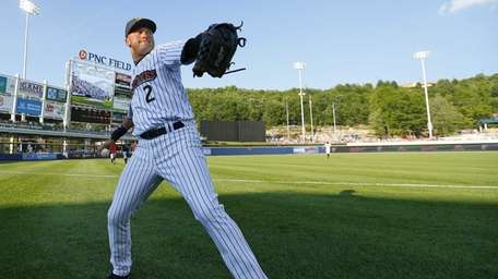 Yankees shortstop Derek Jeter warms up before a