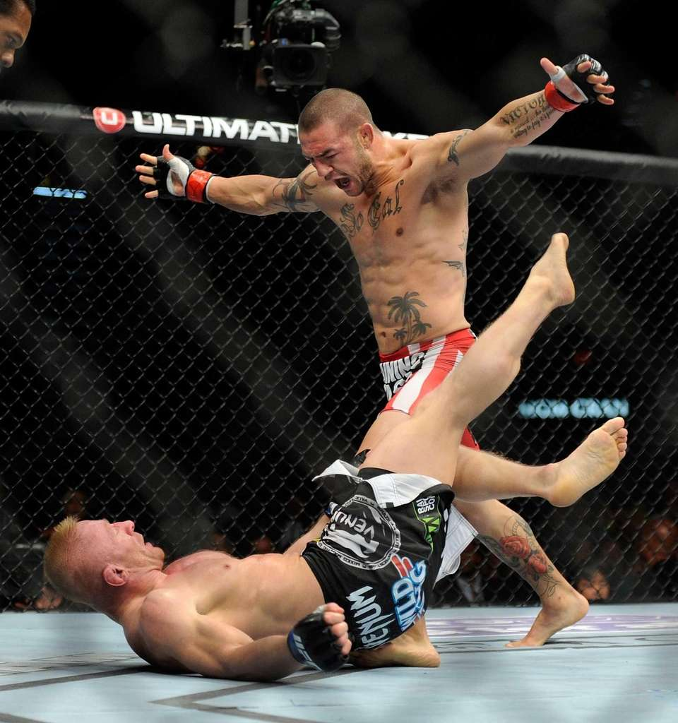 Cub Swanson towers over Dennis Siver during their