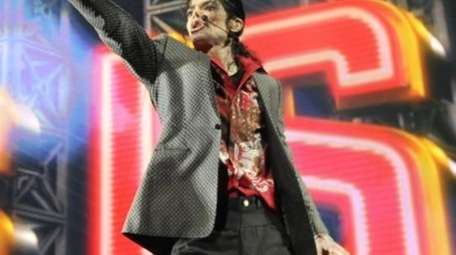 Michael Jackson rehearsing at the Staples Center in
