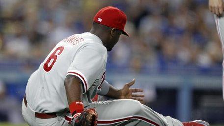 Philadelphia Phillies first baseman Ryan Howard slips and