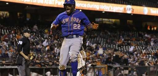 Mets' Eric Young Jr. celebrates after scoring against