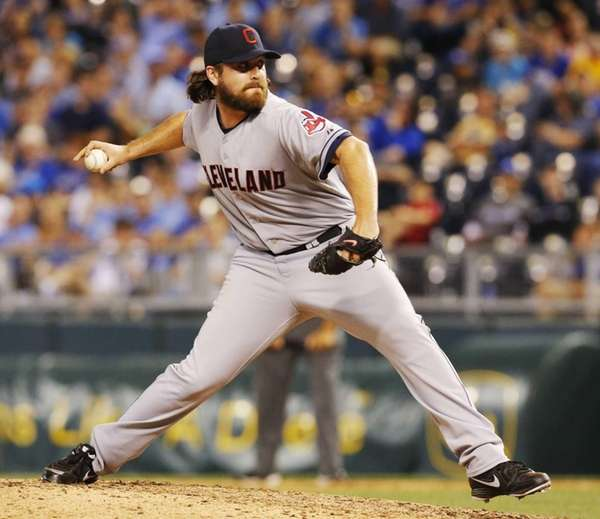 Cleveland Indians relief pitcher Chris Perez delivers a