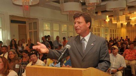 Nassau Legis. David Denenberg (D-Merrick) speaks against a