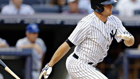 Yankees center fielder Brett Gardner connects in the