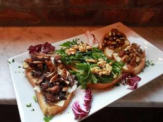 The trio of bruschetta at Uva Rossa in