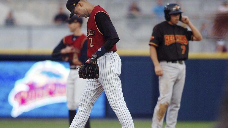 Yankees shortstop Derek Jeter reacts after a misplayed
