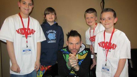 Wrestler Jeff Hardy with Kidsday reporters (l) Nicholas