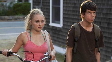 AnnaSophia Robb and Liam James in a scene