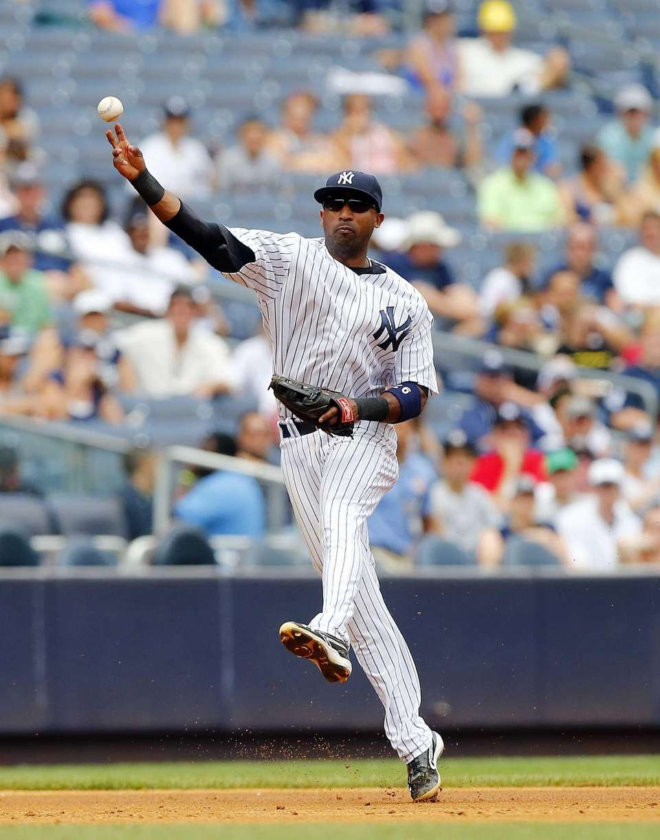 Yankees shortstop Eduardo Nunez throws to first base
