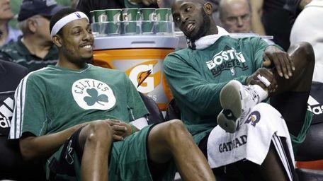 Kevin Garnett, right, chats with teammate Paul Pierce