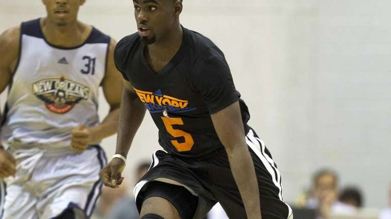 Knicks guard Tim Hardaway Jr., center, brings the
