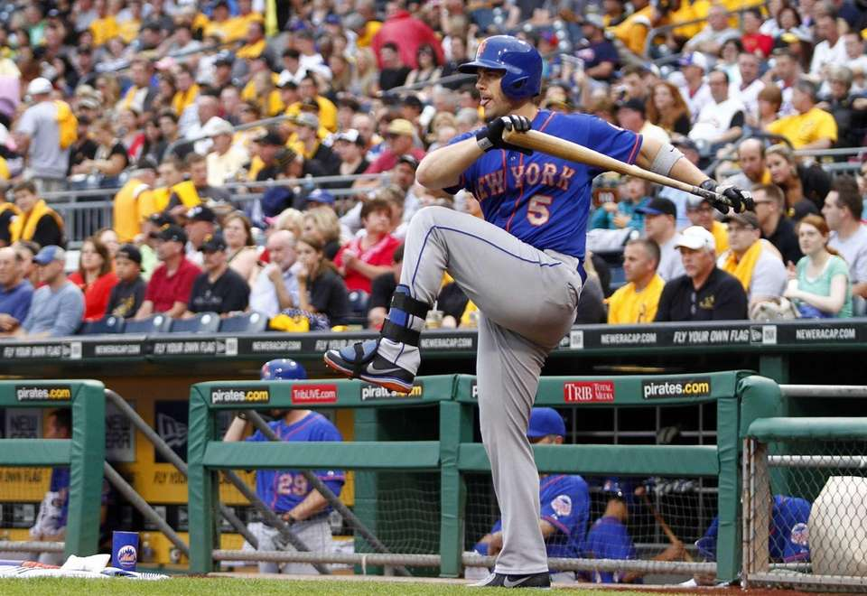 David Wright of the Mets stretches before batting