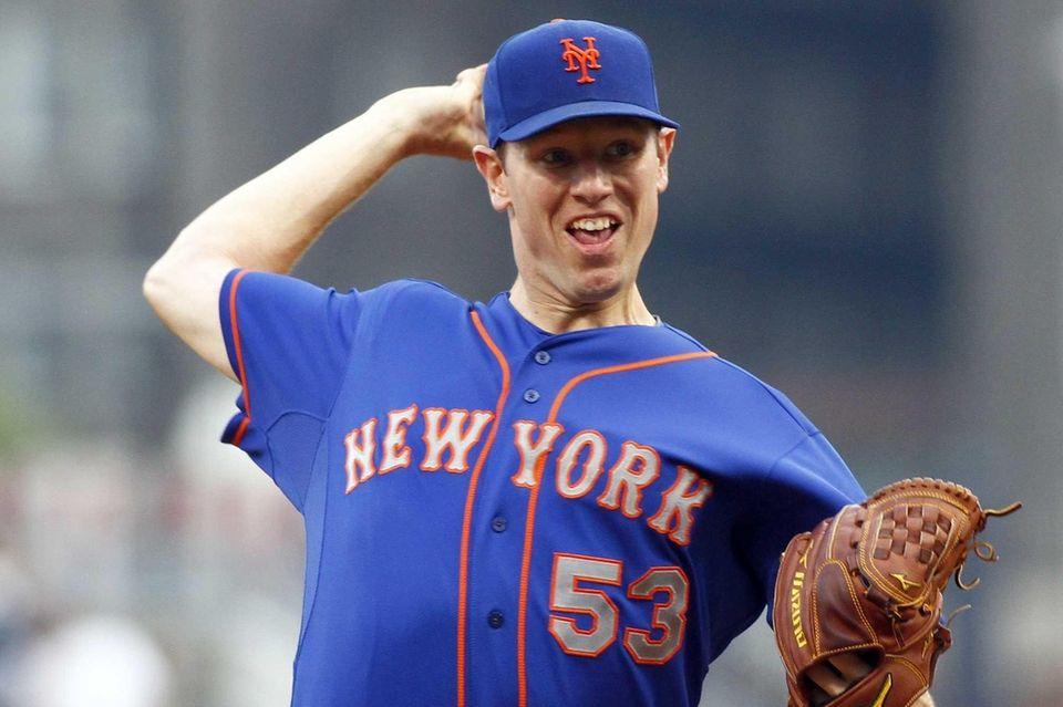 Mets pitcher Jeremy Hefner delivers to home plate