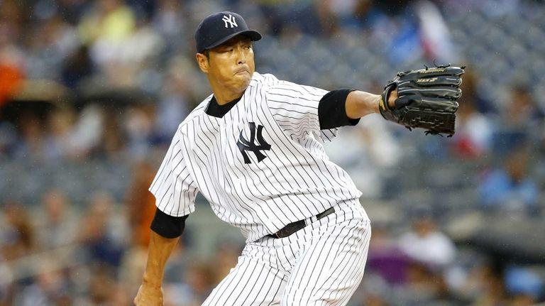 Yankees pitcher Hiroki Kuroda delivers to home plate