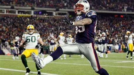 New England Patriots tight end Aaron Hernandez high
