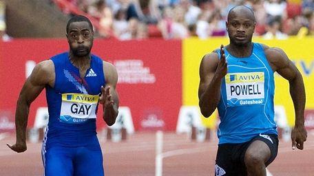 Tyson Gay (L) running against Jamaica's Asafa Powell