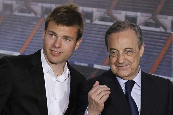 Real Madrid's new player Asier Illarramendi, left, and