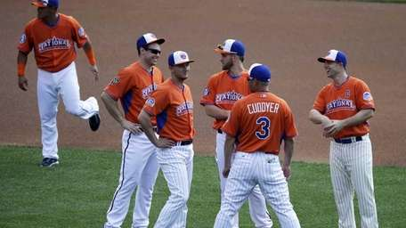 National League captain David Wright, right, speaks with
