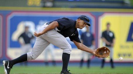 Yankees third baseman Alex Rodriguez reaches for a
