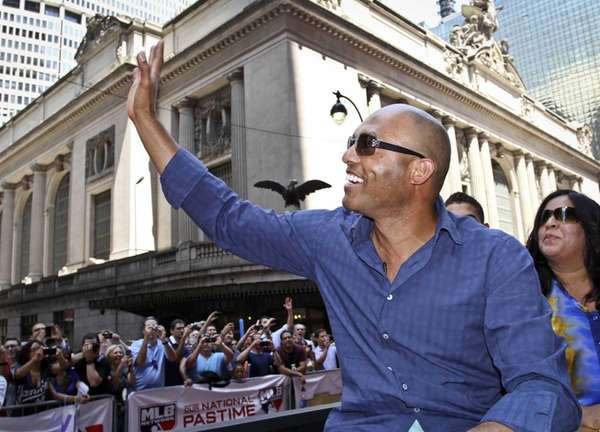 Yankees pitcher Mariano Rivera waves to cheering fans