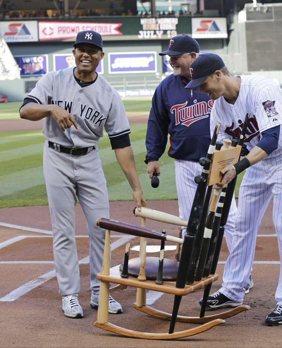 MINNESOTA TWINS Mariano Rivera reacts to receiving the