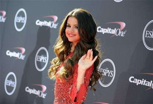 Selena Gomez arrives at the ESPY Awards at