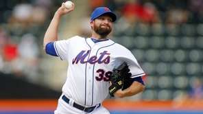 Bobby Parnell delivers a pitch in the ninth