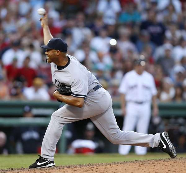 Yankees' Mariano Rivera pitches in the ninth inning