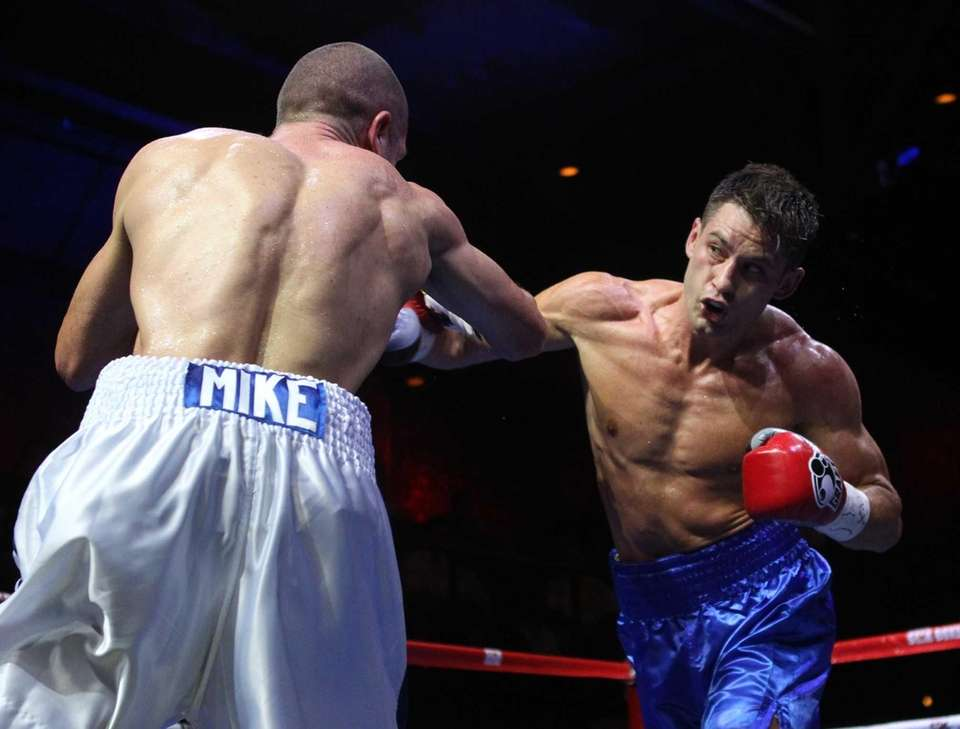 Chris Algieri of Huntington, right, fights Mike Arnaoutis