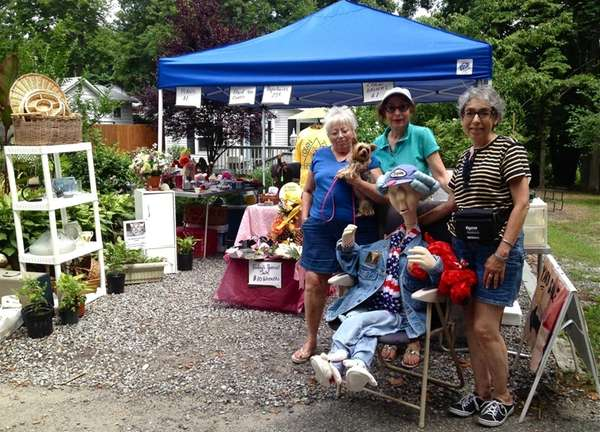 Sound Beach residents participated in a community yard