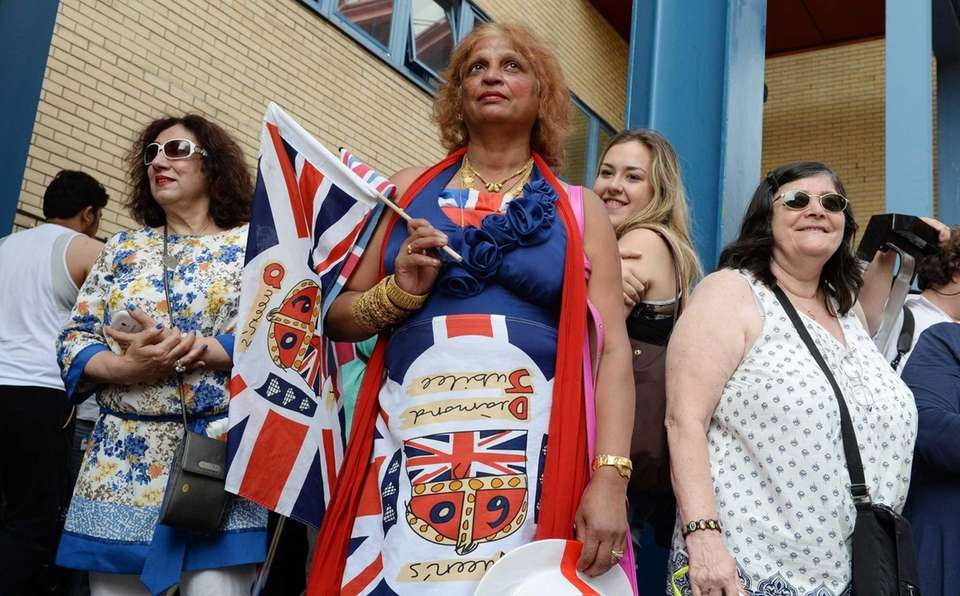Royal well-wishers stand outside St. Mary's hospital in