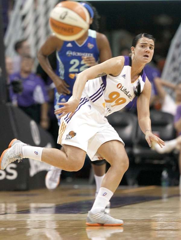 Phoenix Mercury's Samantha Prahalis gets off a pass