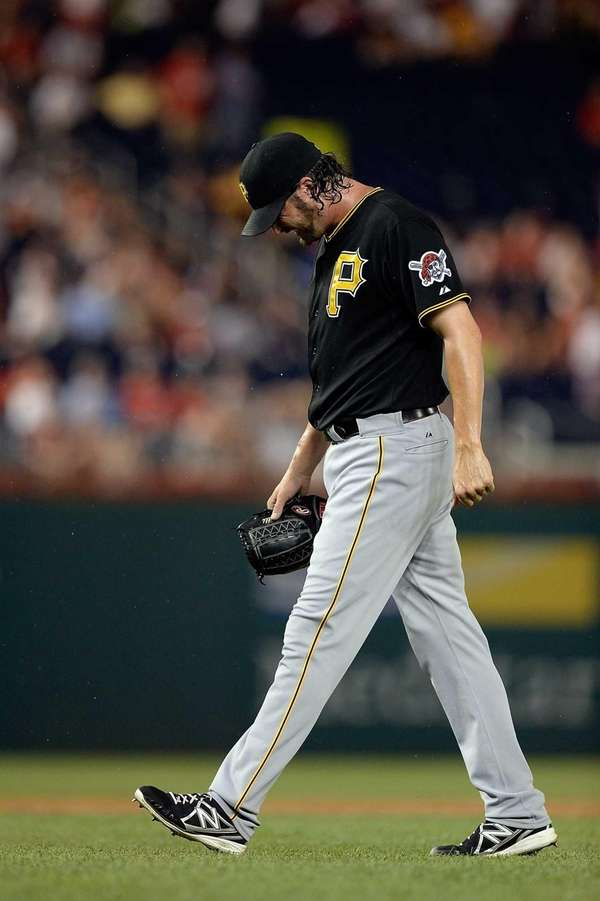 Pittsburgh Pirates closer Jason Grilli leaves the game