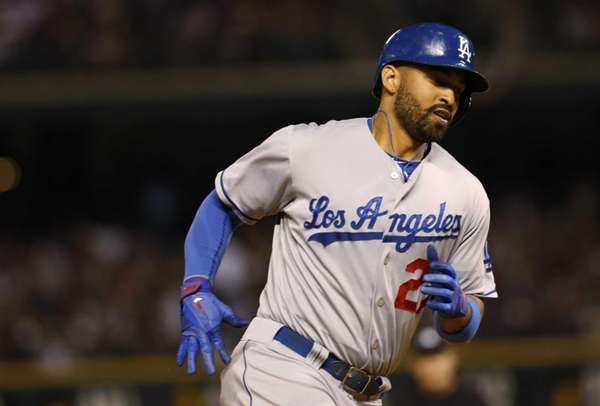 Los Angeles Dodgers outfieler Matt Kemp circles the