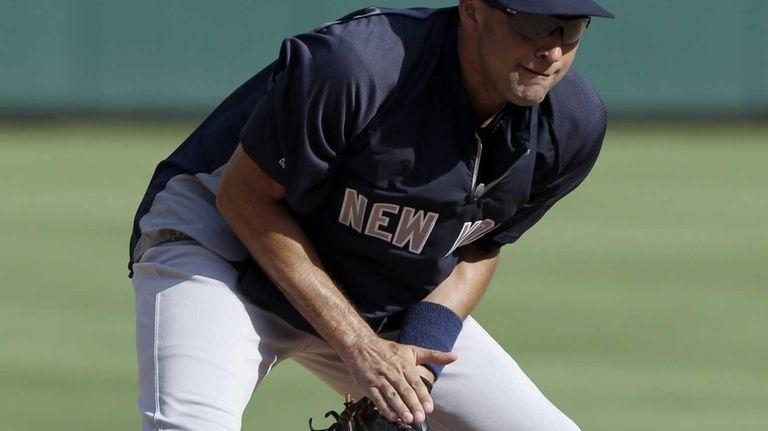 New York Yankees shortstop Derek Jeter fields grounders