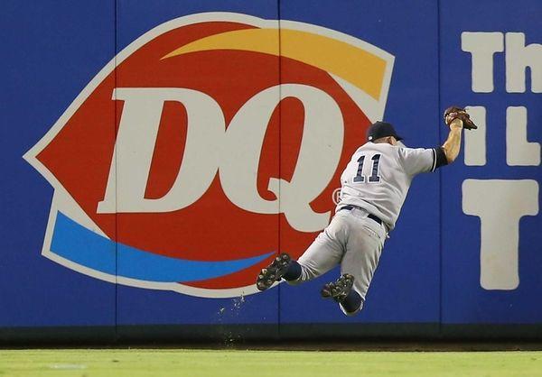 Brett Gardner makes a diving catch against the