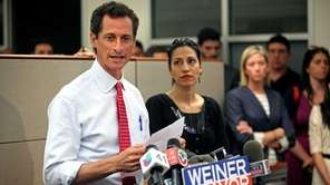 New York City mayoral candidate Anthony Weiner holds