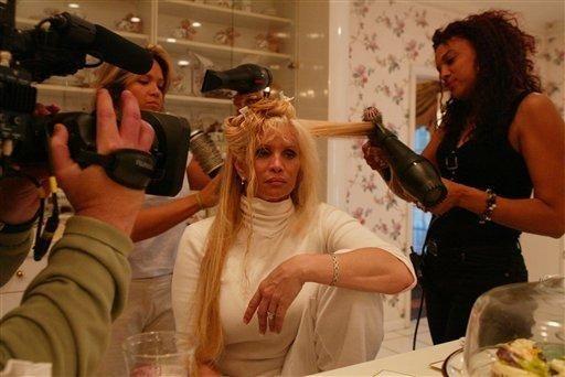 (A&E, 2004-2005): Victoria Gotti let cameras inside her
