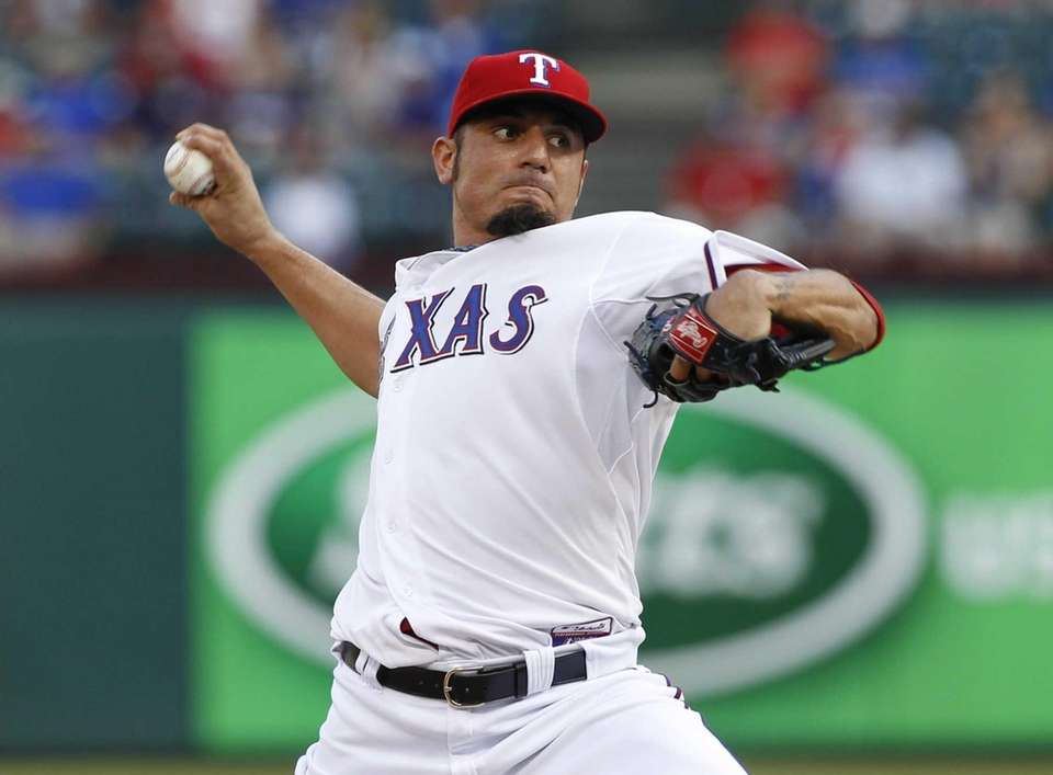 Pitcher Matt Garza agrees to a four-year deal