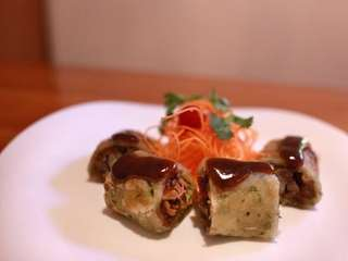 The duck roll is reminiscent of a Peking