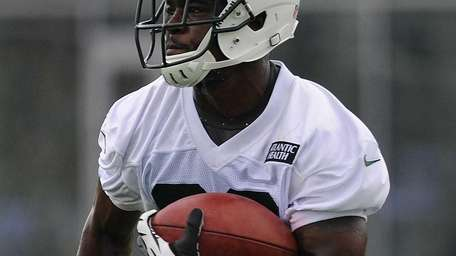Jets running back Mike Goodson rushes upfield during
