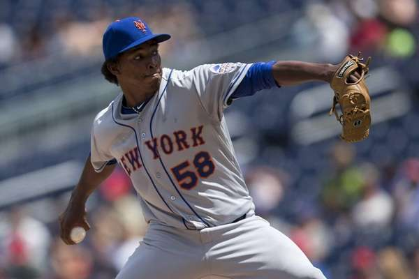 Mets starting pitcher Jenrry Mejia delivers to home