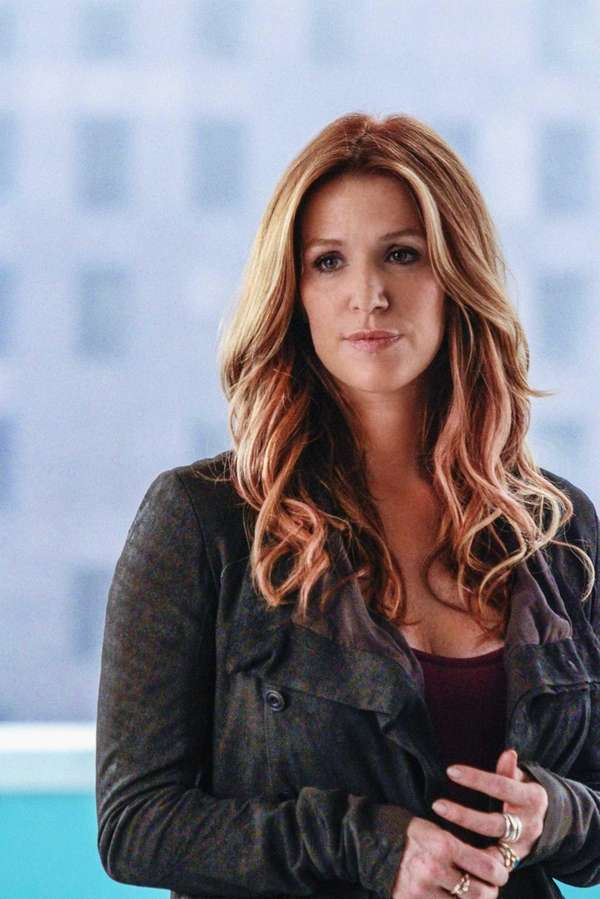 """Bigtime"": Carrie (Poppy Montgomery) and Al are brought"