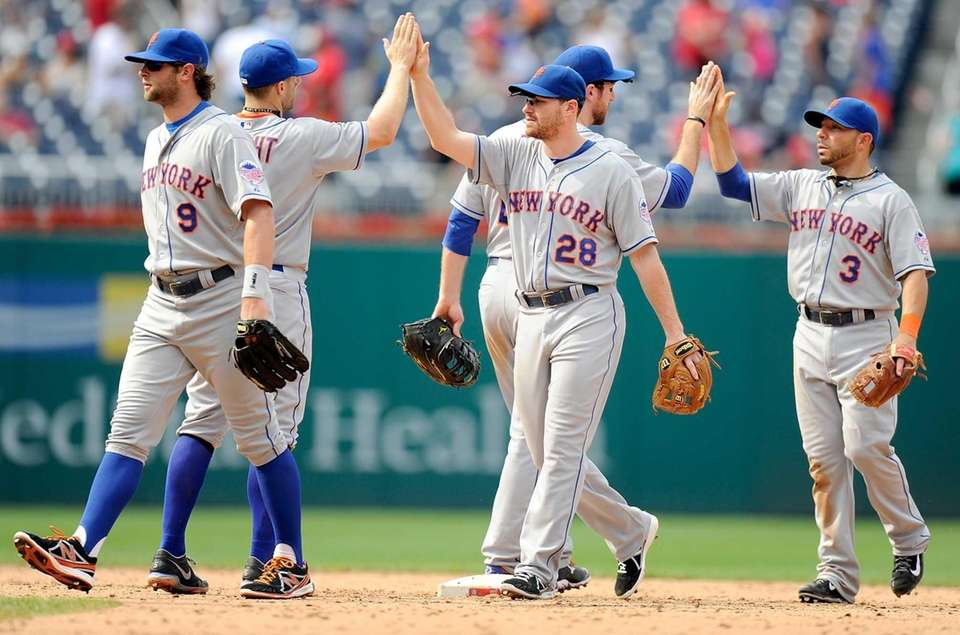 Daniel Murphy of the Mets celebrates with David