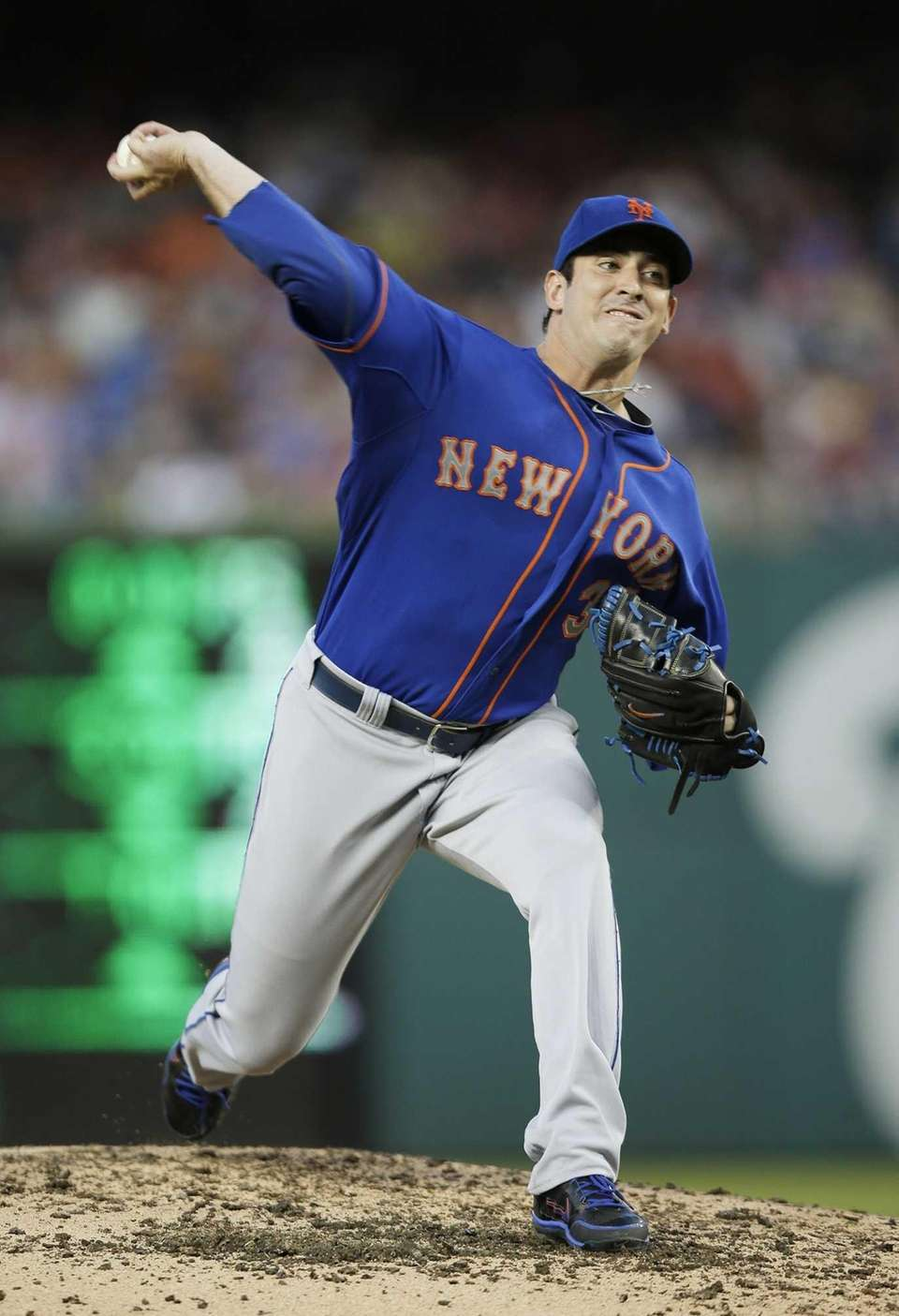 Mets starting pitcher Matt Harvey throws to a