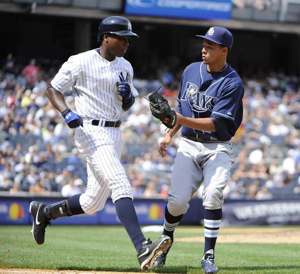Alfonso Soriano of the Yankees is tagged out