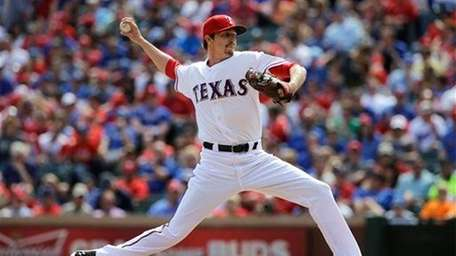 Texas Rangers' Tanner Scheppers delivers to the Los